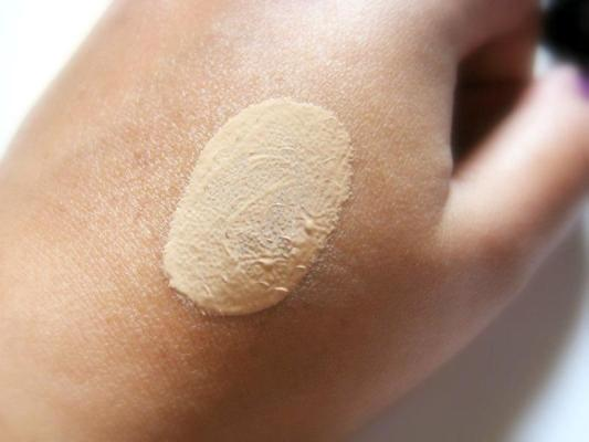 Deborah Milano 5-in-1 BB Cream with SPF 20 Shade #01 Swatches