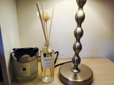 innsfree Gardenia Diffuser and Jo Malone Blackberry and Bay scented candle
