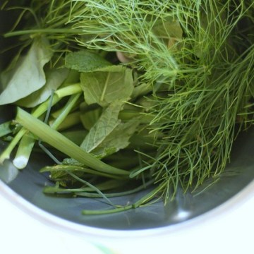 THE SECRET TO CHOPPING HERBS