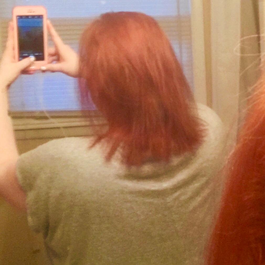 mirror selfie straight hair color