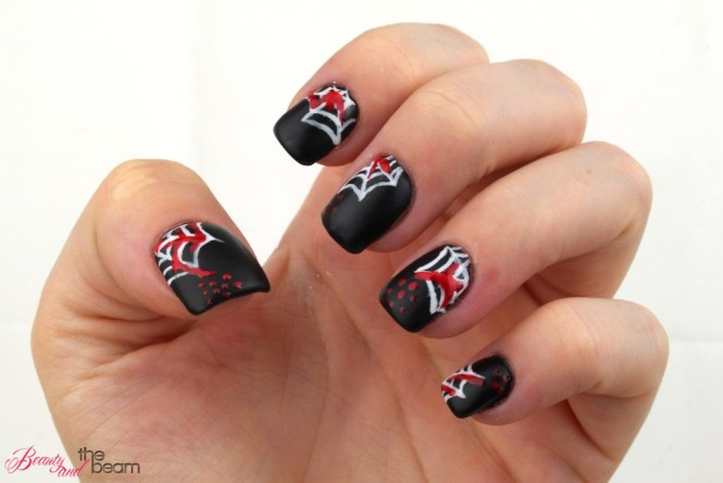 halloween-nageldesign-blutige-spinnenweben-1