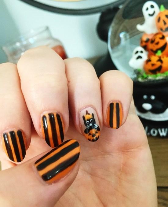 Cat in a pumpkin - Halloween Nail