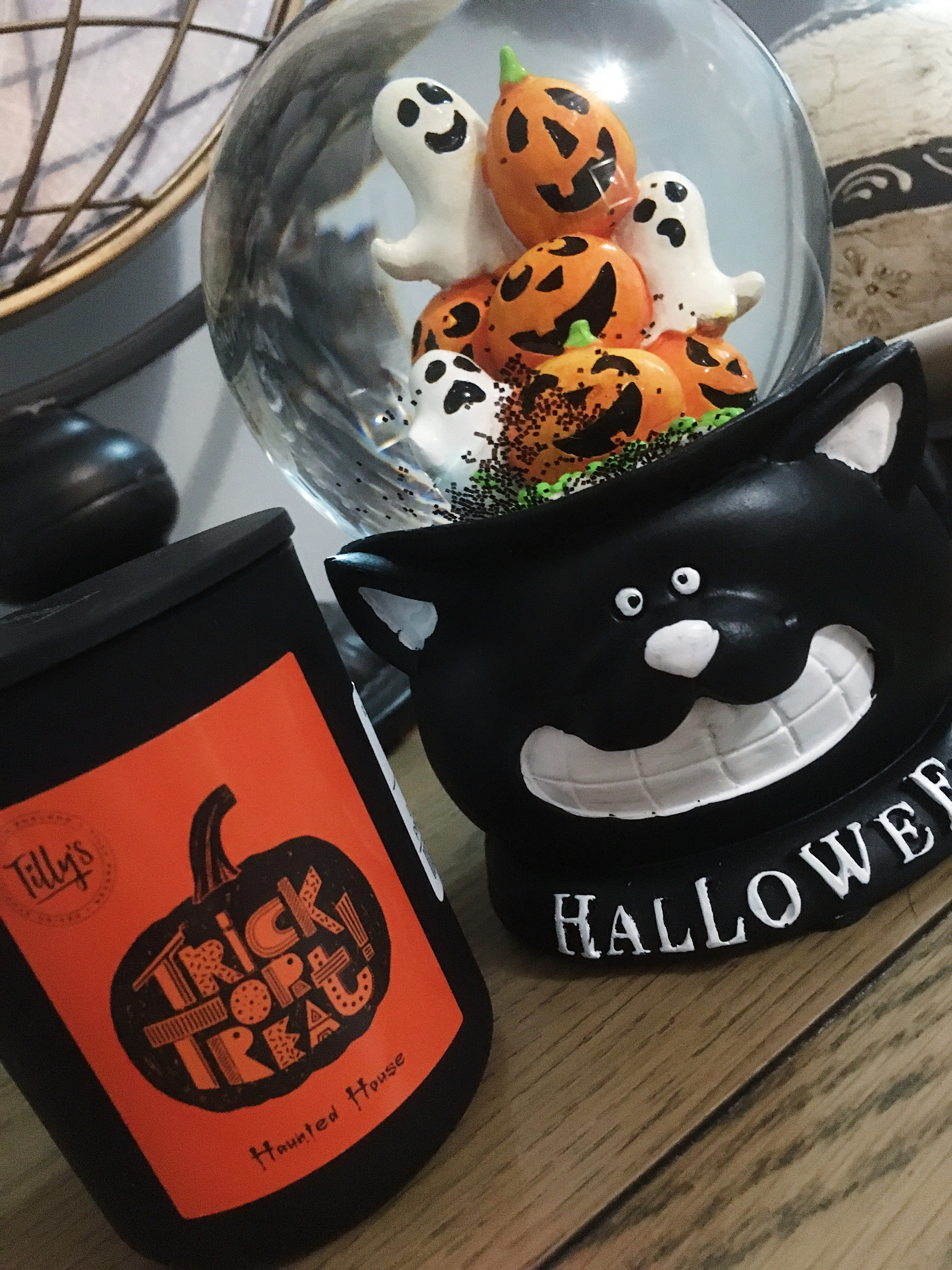 Trick or treat candle - autumn homeware
