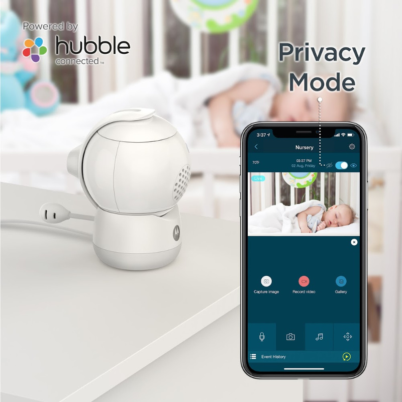 Via the Hubble app, the Peekaboo can easily be placed in 'privacy mode'. The camera will pan 180° to hide the camera lens, offering you and your baby privacy when needed.