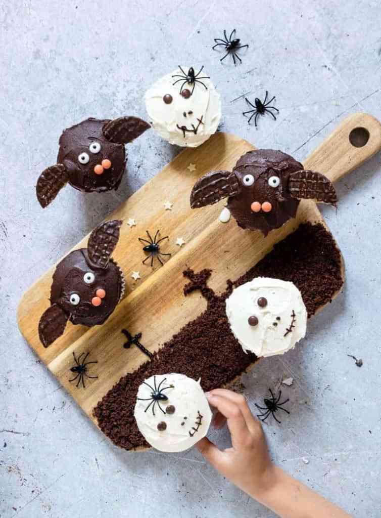 Easy halloween cupcake ideas . Bat cupcakes