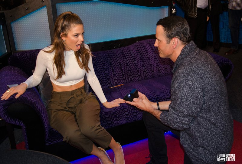 Maria Menounos Gets Engaged Live On Howard Stern Show