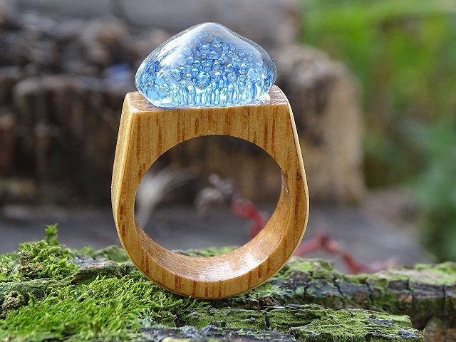 glass-and-wood-ring-2636613_1280