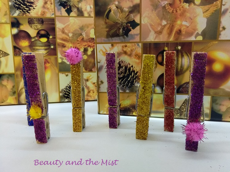 christmas-clothespins-glitter