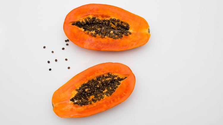 DIY papaya mask and smoothie recipes by Beauty and Travel Reviews beautyandtravelreviews.com