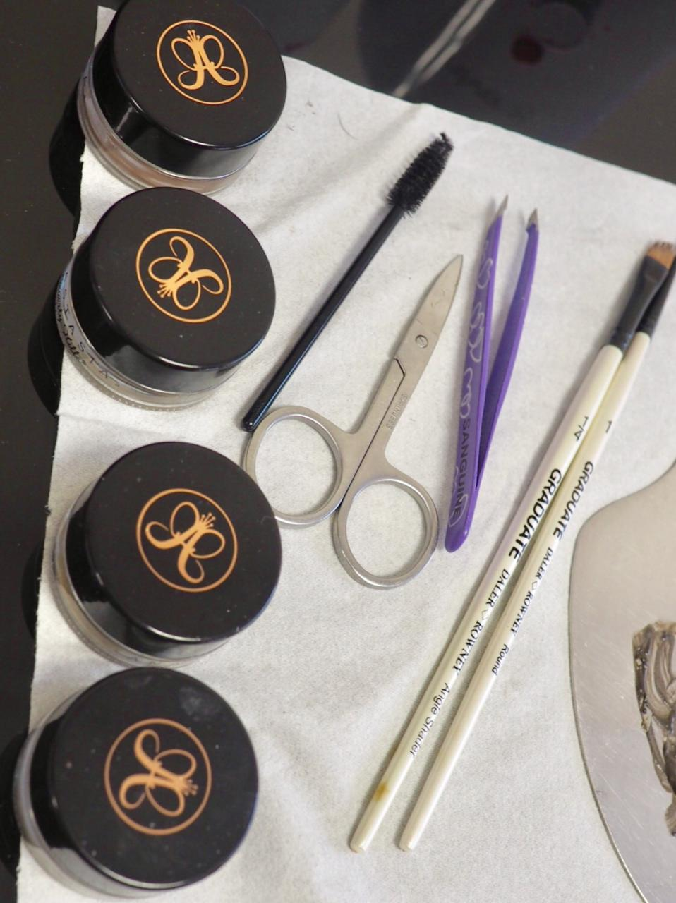 Madame Wax Brow Treatment- Dipbrow and Painters Brushes