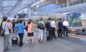 日本人マナー 列に並ぶ