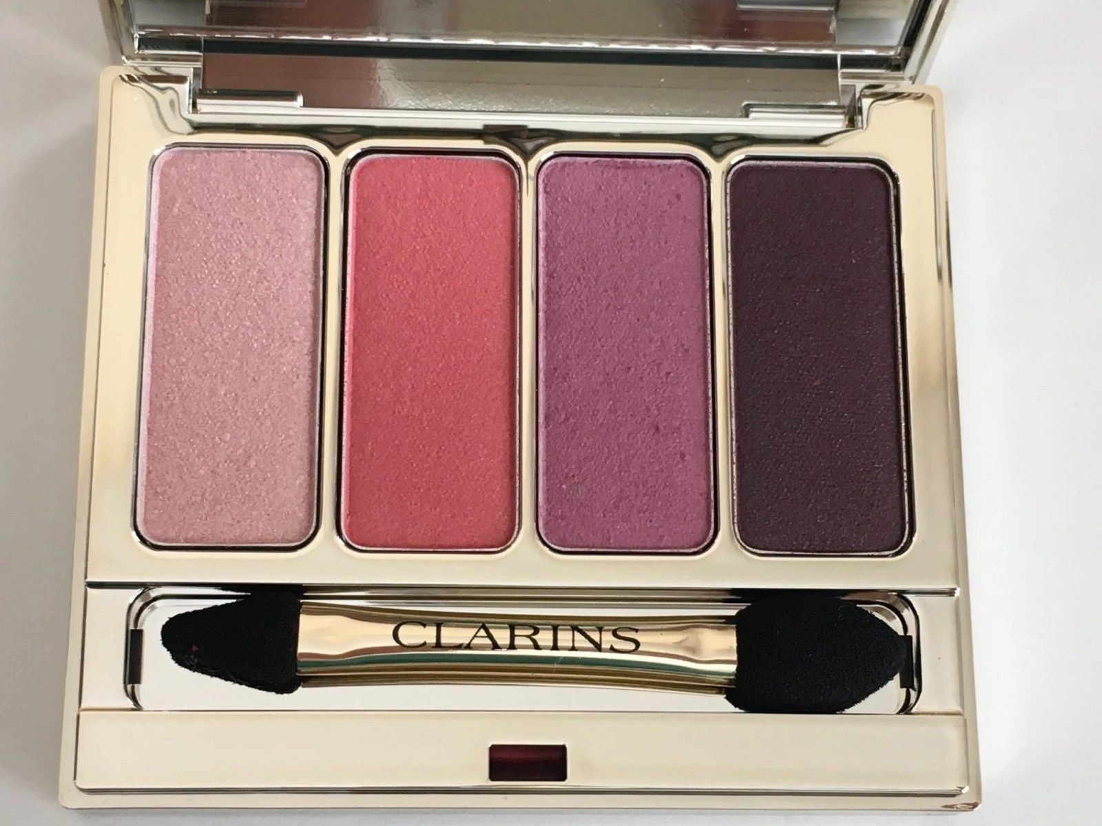 Clarins Shadows Up Close