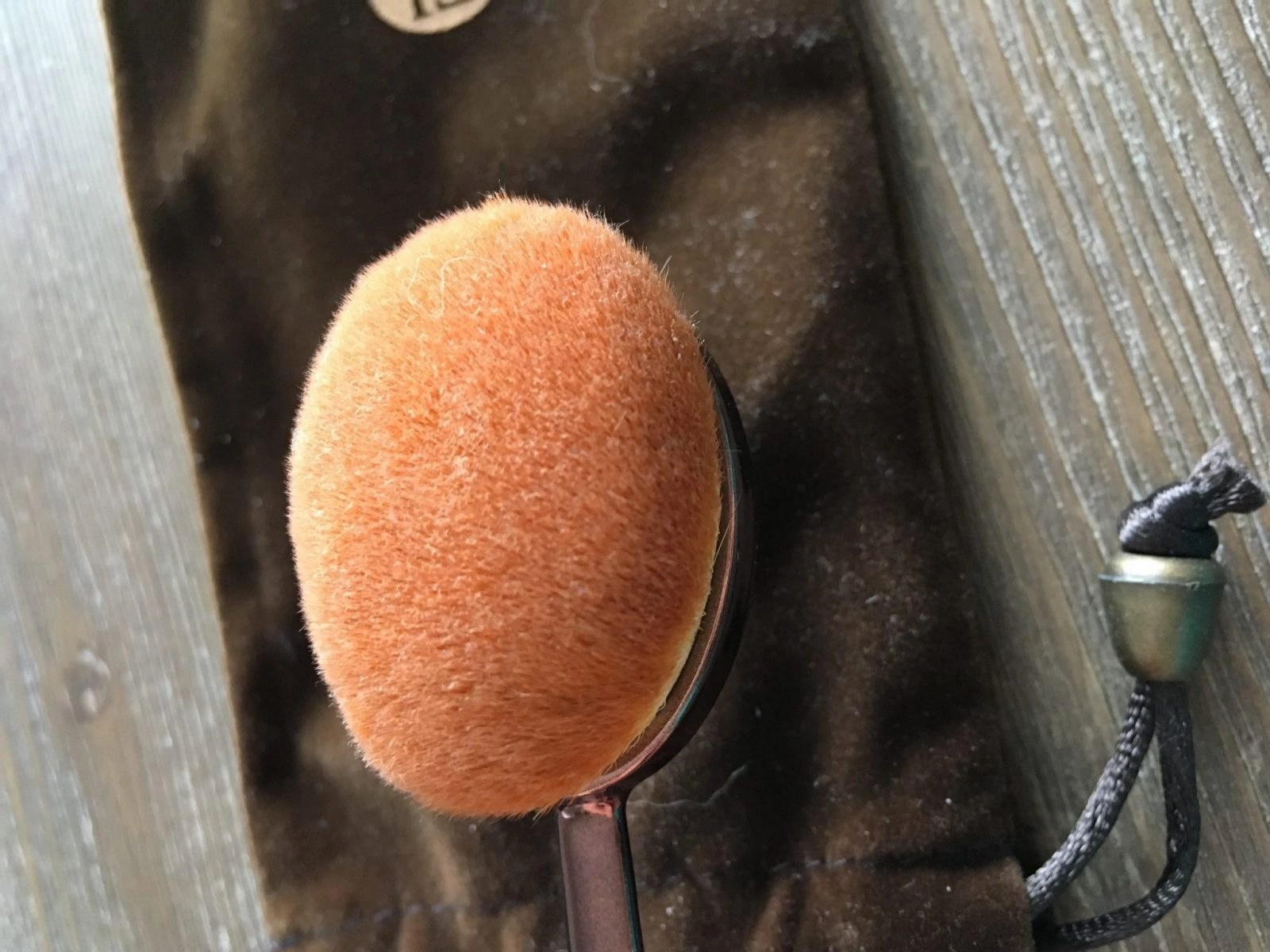 Hue Foundation Brush Side View birds eye view