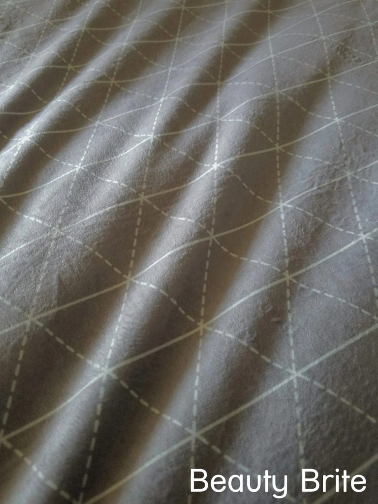 Rocabi weighted blanket on bed