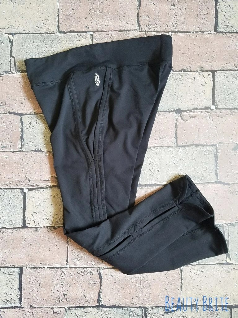 Solid Infinity Black Cutout Cropped Leggings