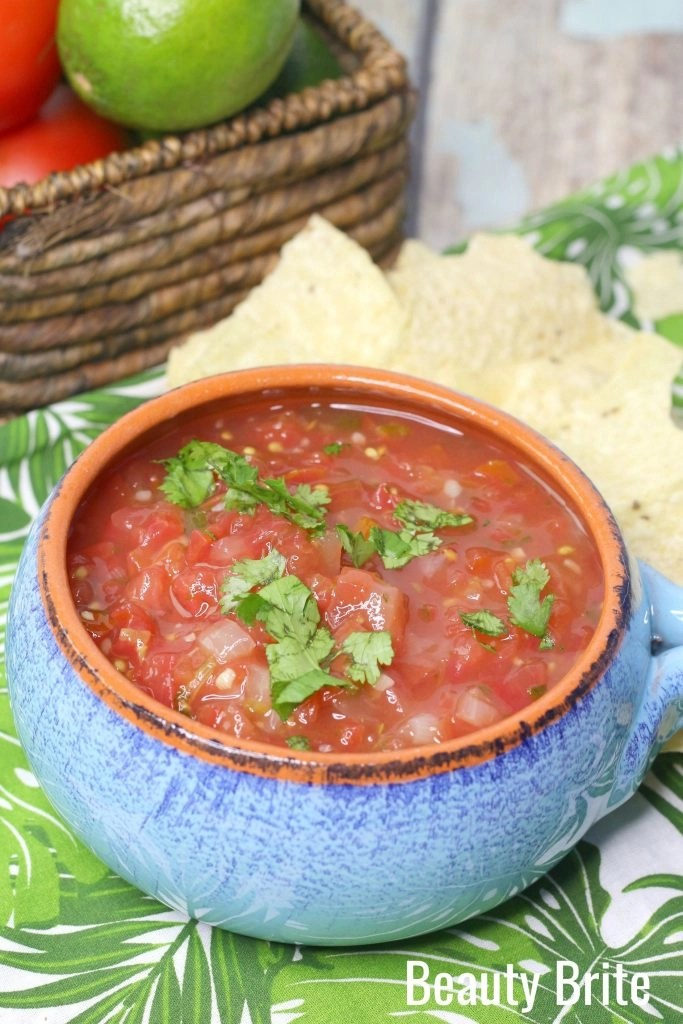Weight Watchers Salsa with ingredients and chips