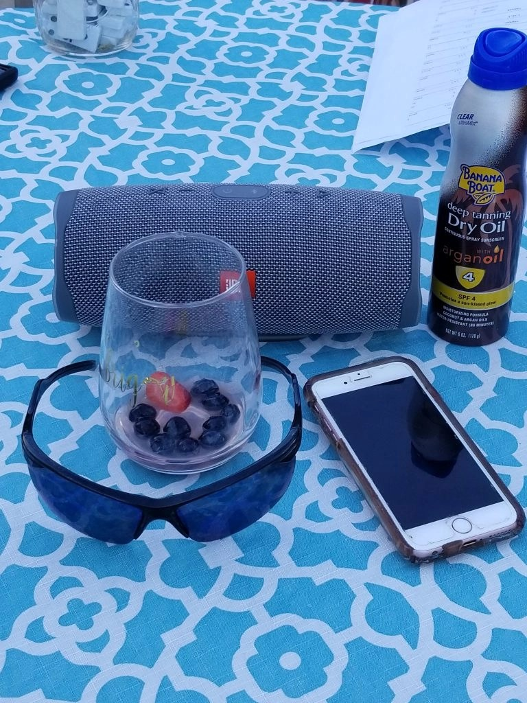 JBL Charge 4 - Outside Listening
