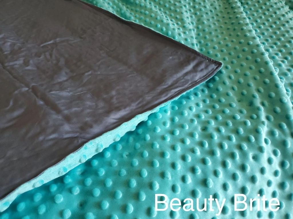 Hazli 10lbs weighted blanket upclose