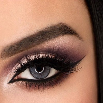 How to enhance your eye color with eye shadow.