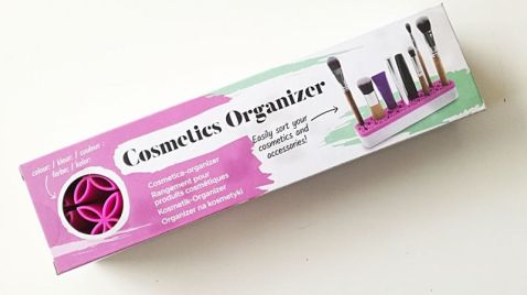 cosmetics organizer action
