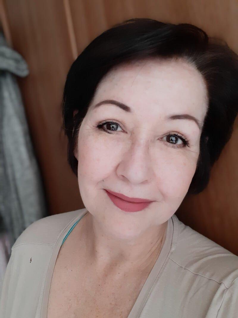 Ik heb mijn haar geverfd met WECOLOUR! (Dekt het grijs haar?) 27 grijs haar Ik heb mijn haar geverfd met WECOLOUR! (Dekt het grijs haar?)