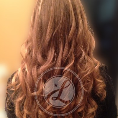 long wavy strawberry blonde hairstyle