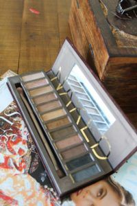 Urban Decay Naked Eyeshadow Palette - Beauty Chaos