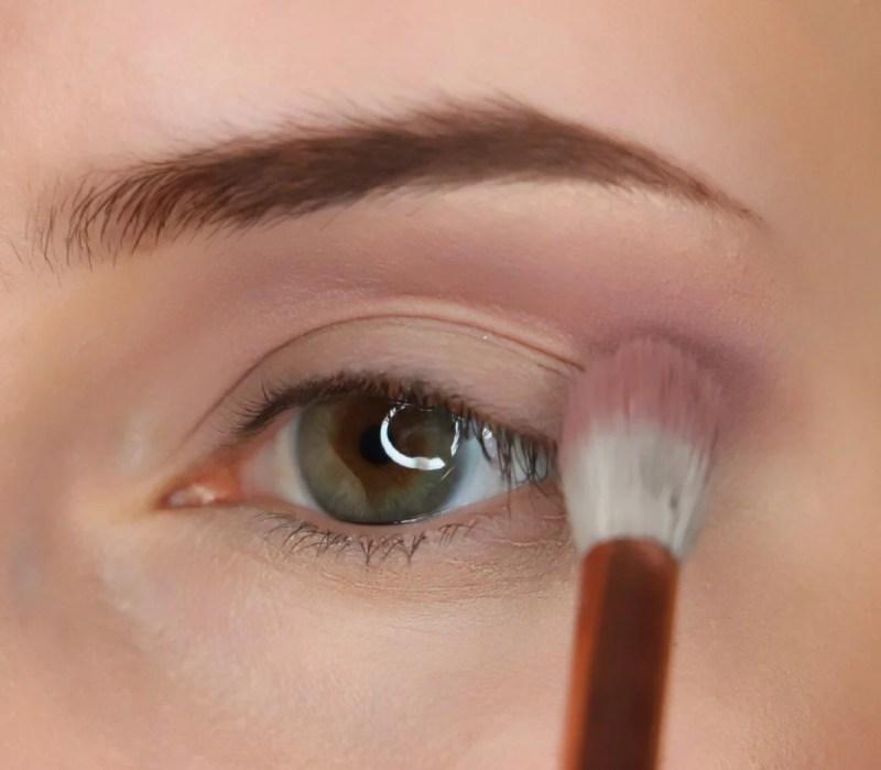 ColourPop Eyeshadows Tutorial, Eyeshadow 'Bill', ZOEVA 228/Luxe Crease brush.