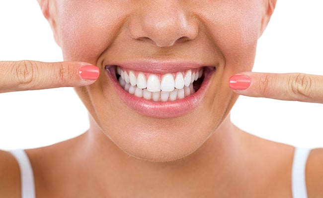 5 Tips to Whitening Your Teeth at Home
