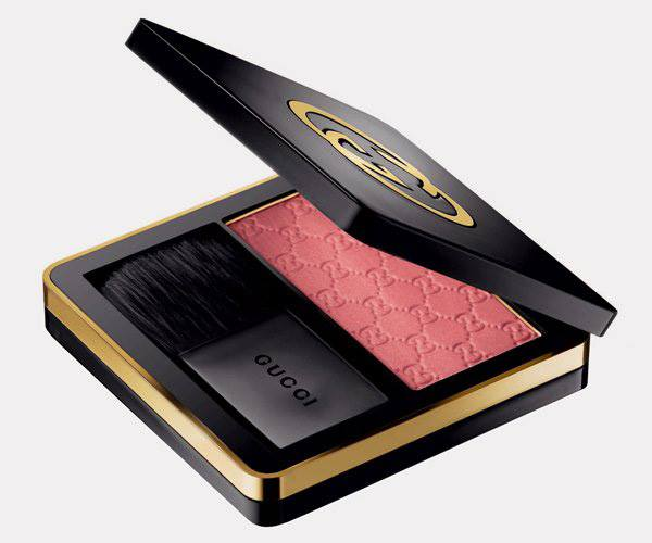Румяна - Gucci Sheer Blushing Powder 020 Coral Flower