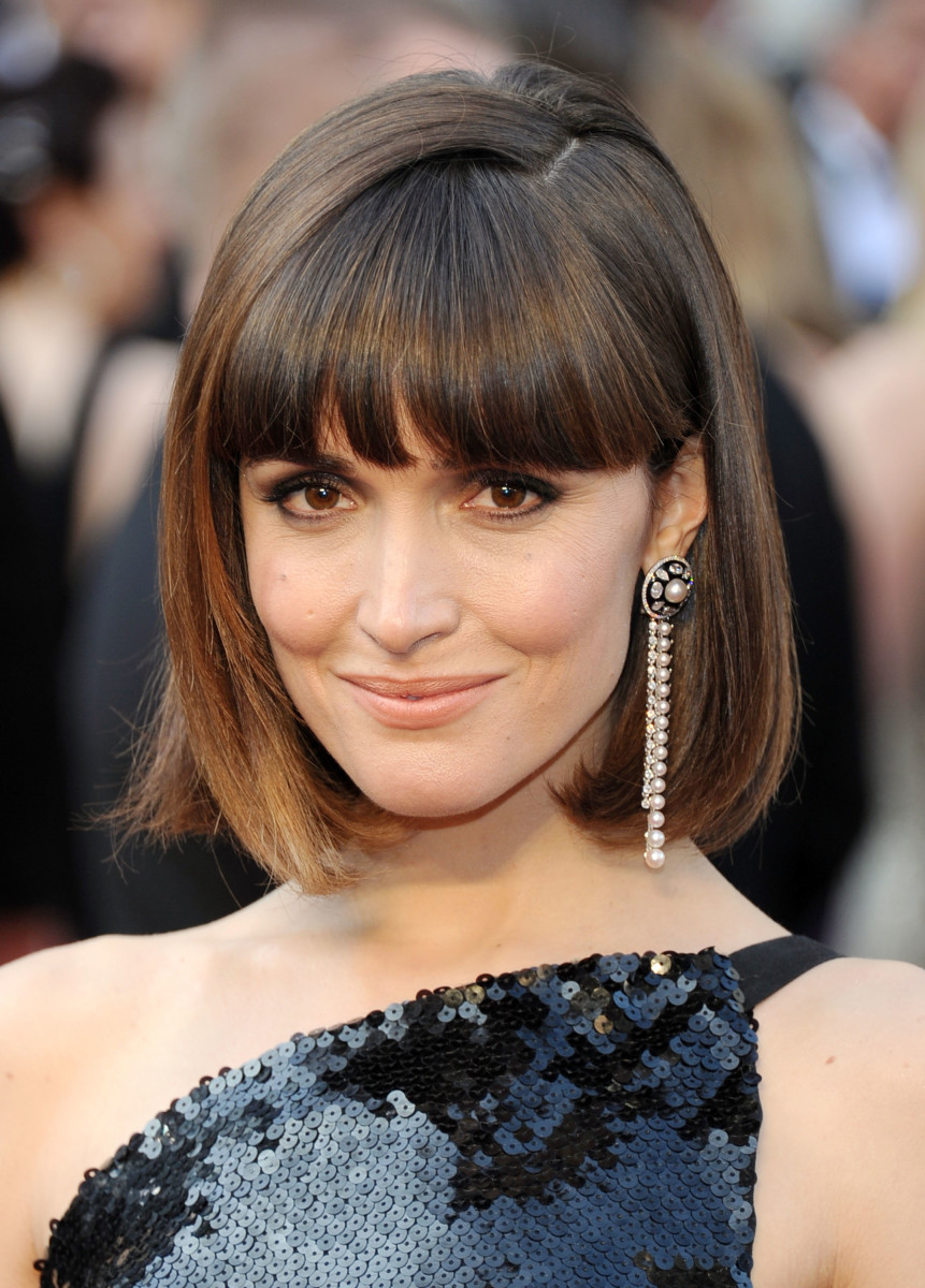 15 of the Best Hairstyles for MediumLength Straight Hair  Beautyeditor