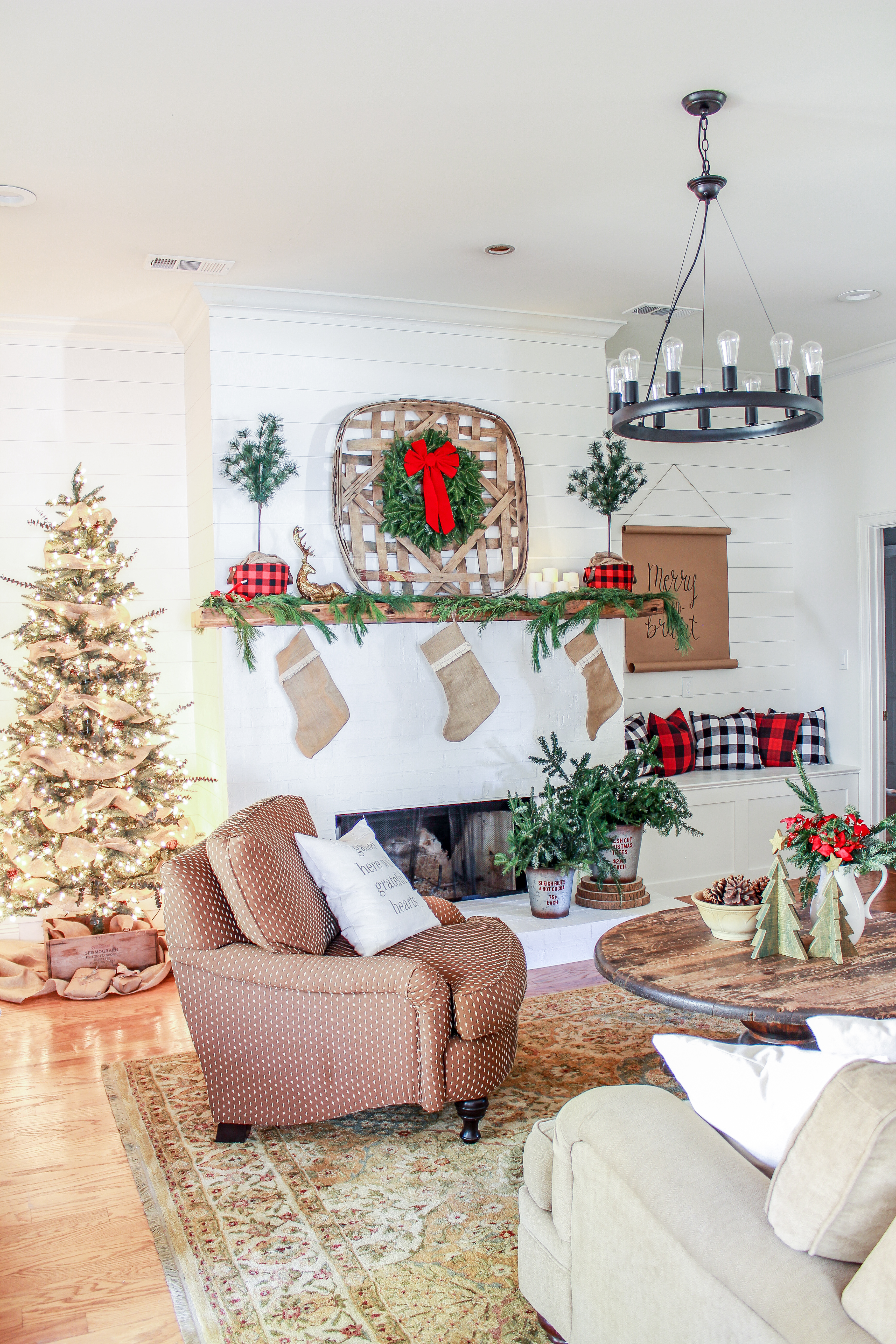 Come on in and welcome to my Christmas Home Tour 2017. I'm joining several blogger friends to give you a holiday home tour.