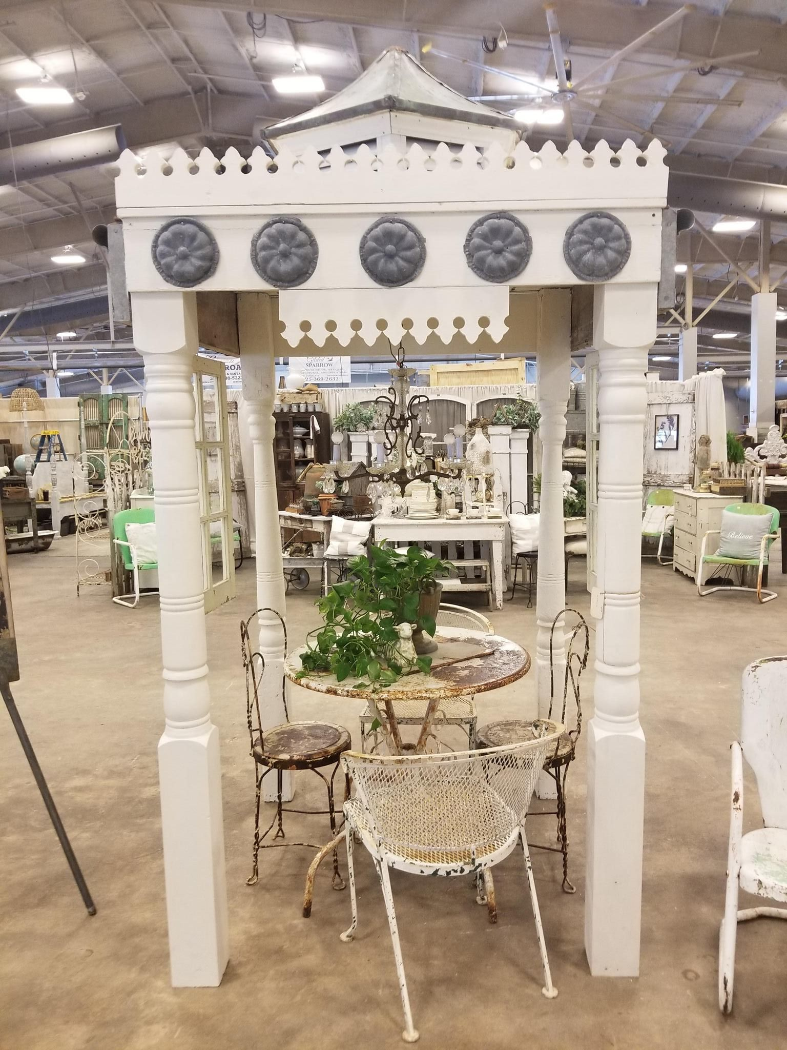 A look inside the City Farmhouse Pop-Up Fair in Gonzales, Louisiana. So many wonderful vendors and one of a kind farmhouse, vintage and architectural pieces.
