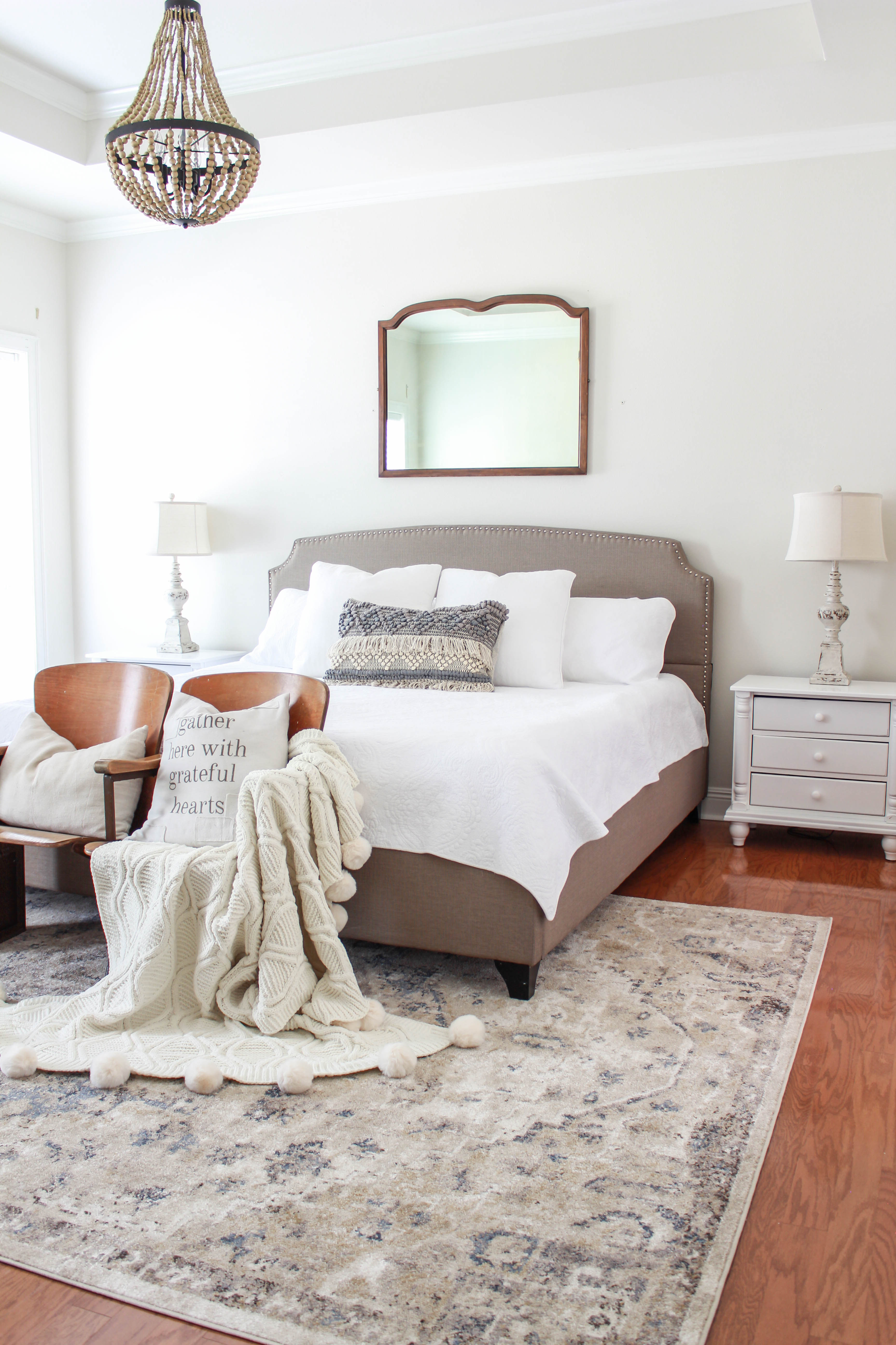 See how I did a bedroom makeover with a few easy and budget friendly changes. I went with a vintage-inspired minimalist look for this makeover.