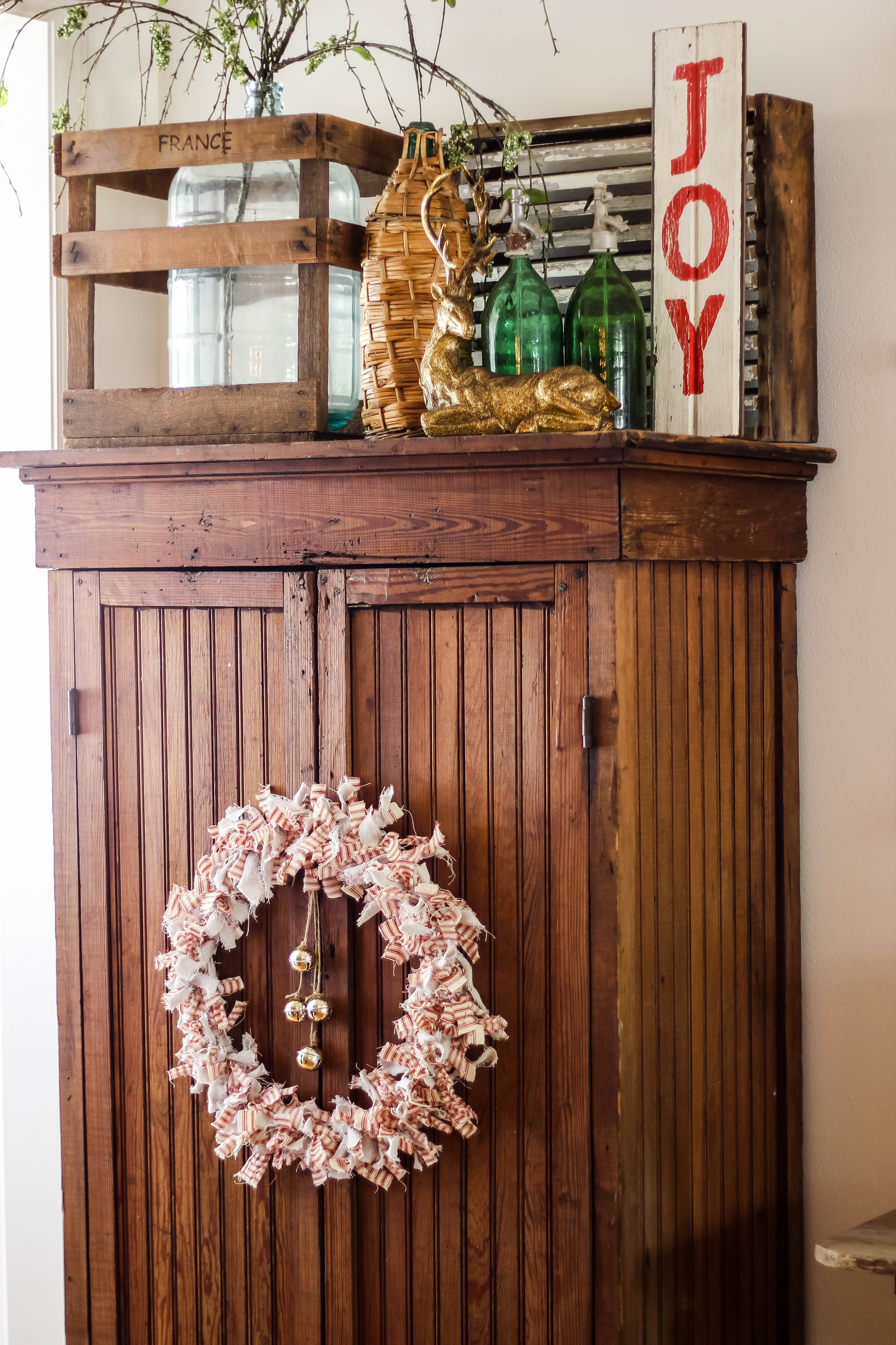 See how easy it is to create a Christmas rag wreath! I'm always looking for no sew ideas for fabric and this might be a new favorite!