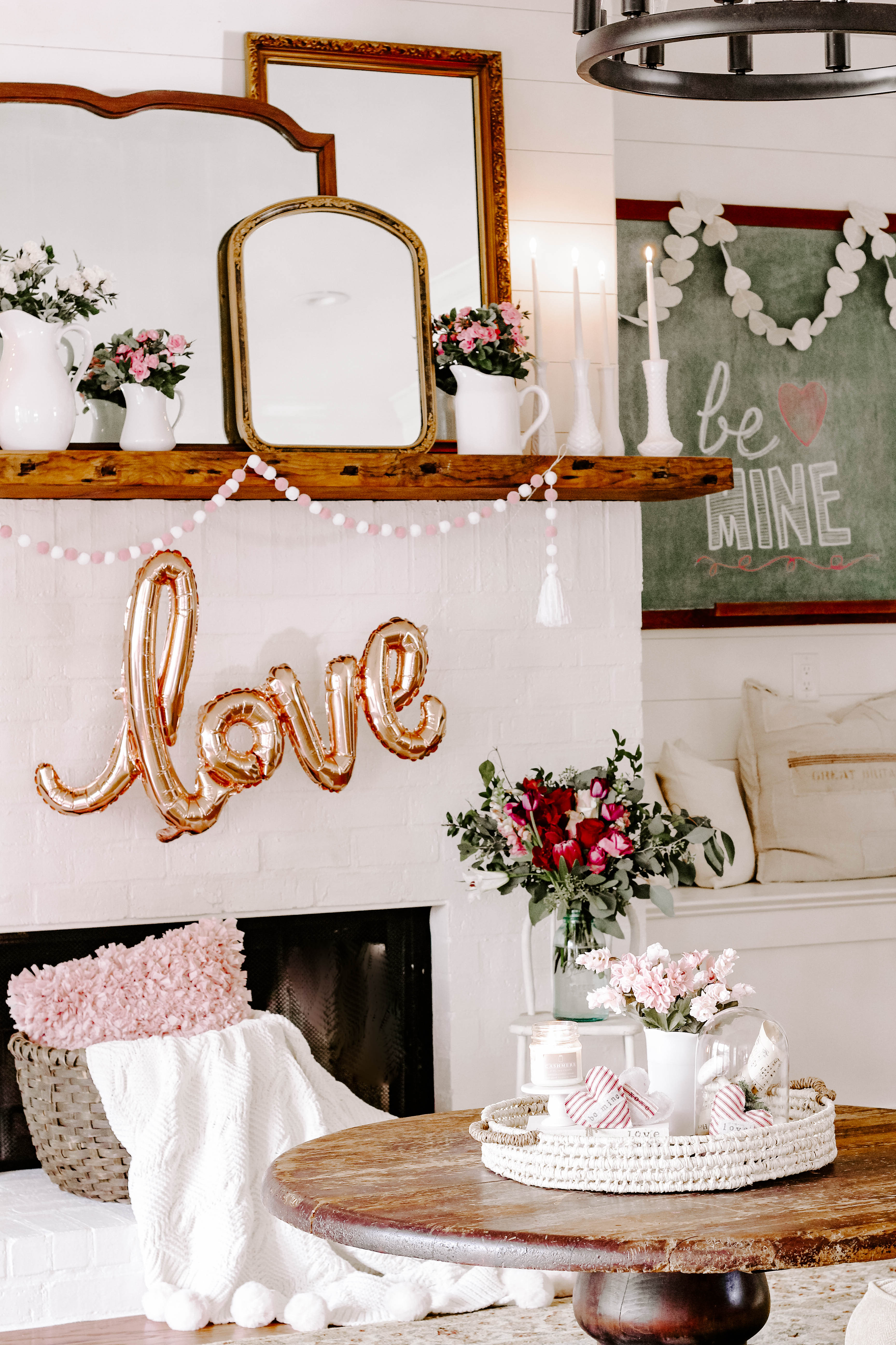 Looking for Valentine inspiration? Be inspired by lots of farmhouse and vintage valentine decor ideas to help you get started. #valentinemantel #valentinedecor #vintagevalentine #valentineideas