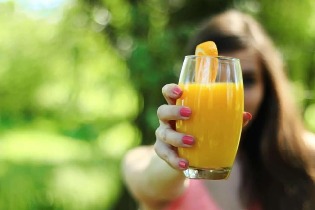 drink juse to look beautiful without makeup