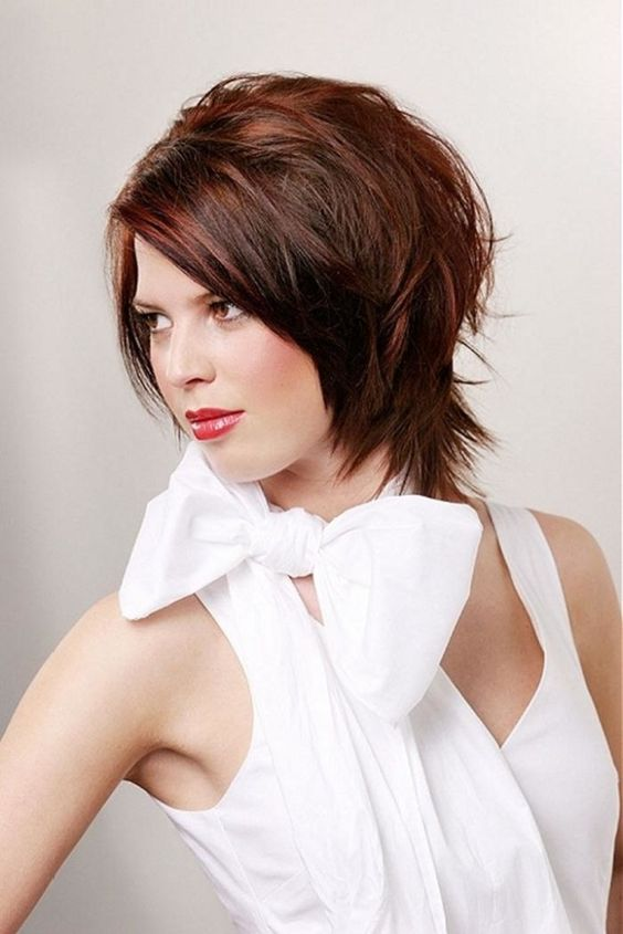 Hairstyles That Make Your Face Look Slimmer & Thinner