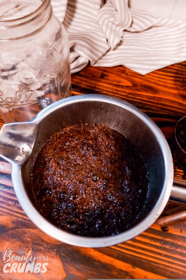 Learn how to make your own cold brew coffee with this easy DIY recipe that uses a French press. #coldbrew #coldbrewcoffee #coldbrewrecipe #frenchpresscoffee #diycoldbrewcoffee