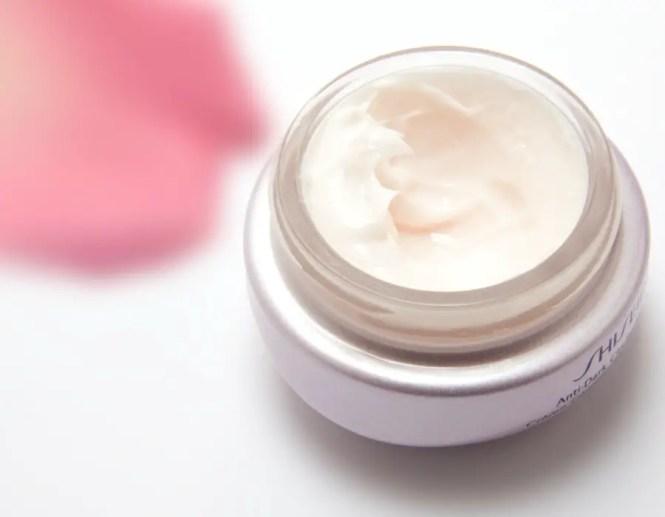 Burning sensation when applying eye cream