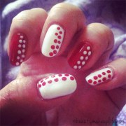 nail art chanel red & white dotted