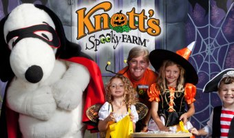 knotts berry farm spooky farm with snoopy