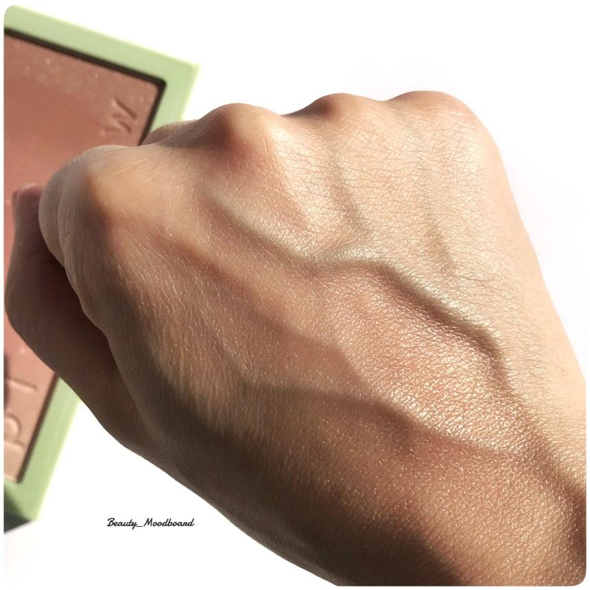 swatch effet lumineux et diffus du blush ombré GildedBare Glow