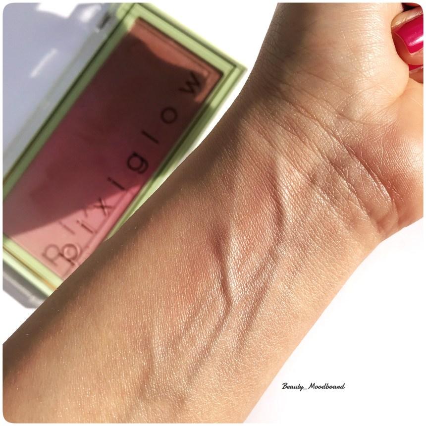 swatch effet lumineux sur la peau du blush ombré Pixi By Petra