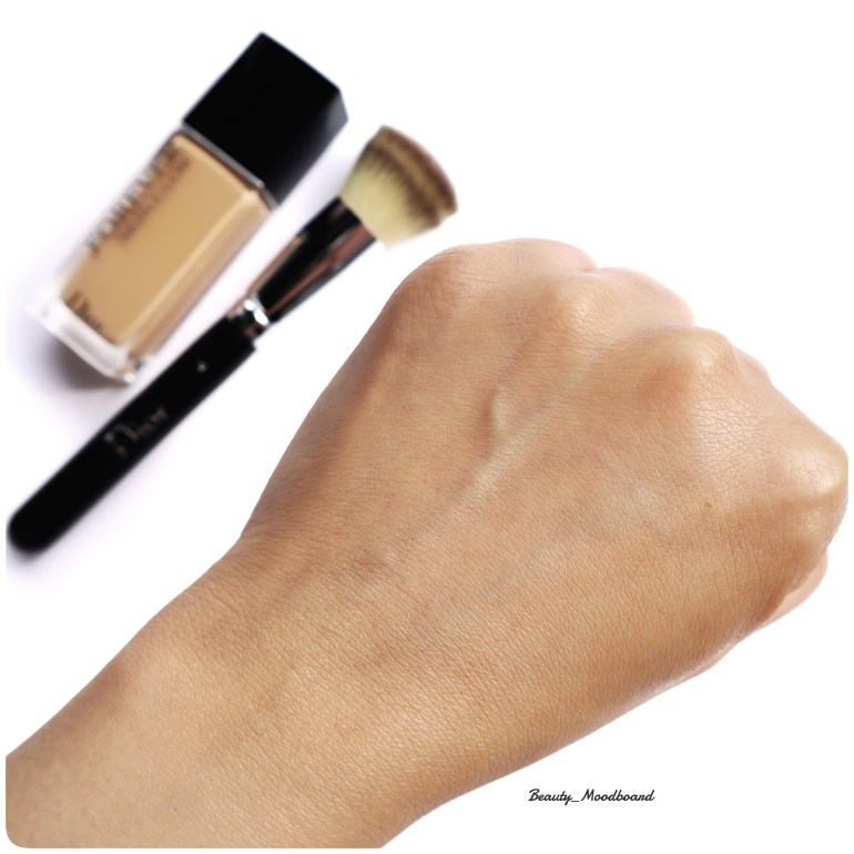 Dior Forever Skin Glow 2WO swatch