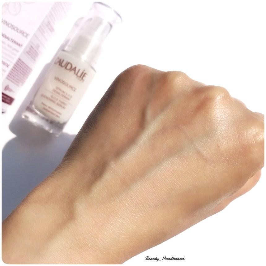 Swatch de l'effet sur la peau du Sérum S.O.S Désaltérant de Caudalie