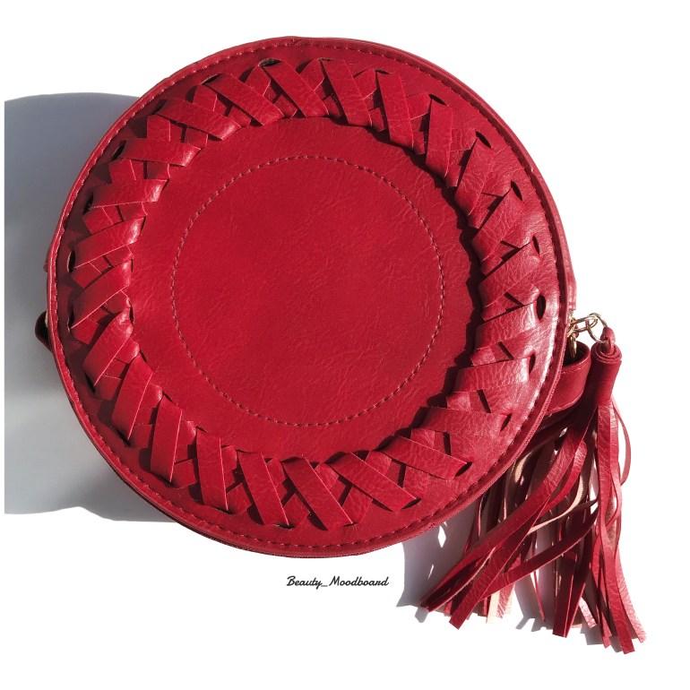 Sac rond de couleur rouge vif parfait pour l'automne