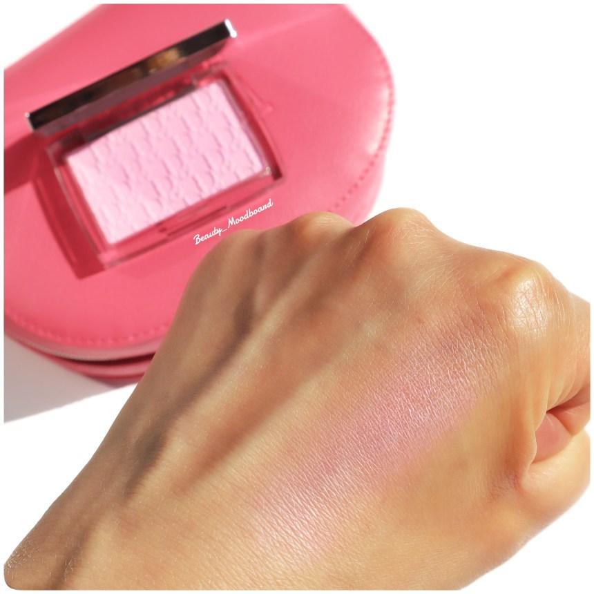 Swatch du blush réhausseur de couleur Pink 001