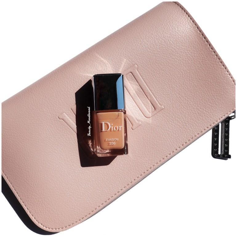 pochette Dior rose poudré et vernis nude abricoté