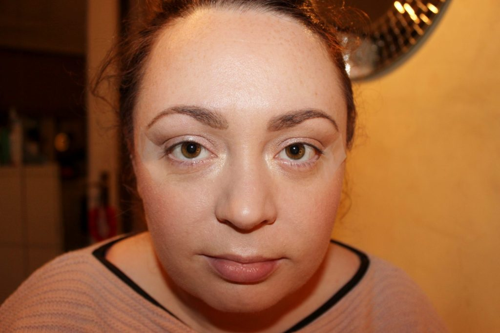 Winged Eye Liner Made Easy (5)